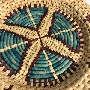 "Vintage Accents - Vintage Southwestern Woven Raffia Round Basket 16"""
